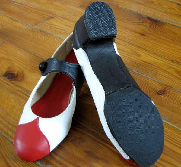 0a595bc8d После того как туфли собраны, покрасьте специальной краской подошву. Туфли  будут выглядеть гораздо лучше и мелкие недостатки скроются.