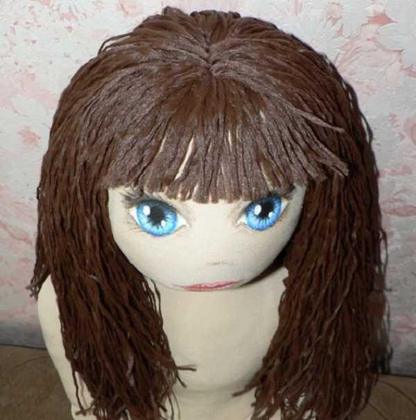 как сделать волосы кукле из ниток для вязания