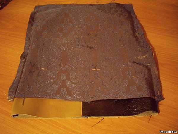 c85be712cdfb Не выворачивая подкладку, вставляем в нее сумку и приклеиваем верхний край  сумки к верхнему краю подкладки.