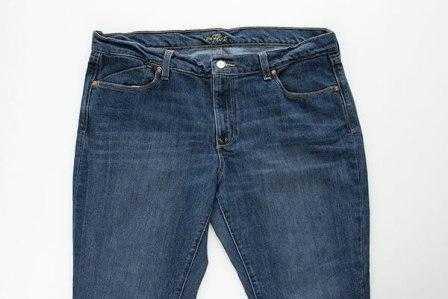 79dae8823d99 берем джинсы, отрезаем две штанины и разрезаем каждую пополам. Придаем  каждому куску форму трапеции (то есть одна сторона широкая, а  противоположная более ...
