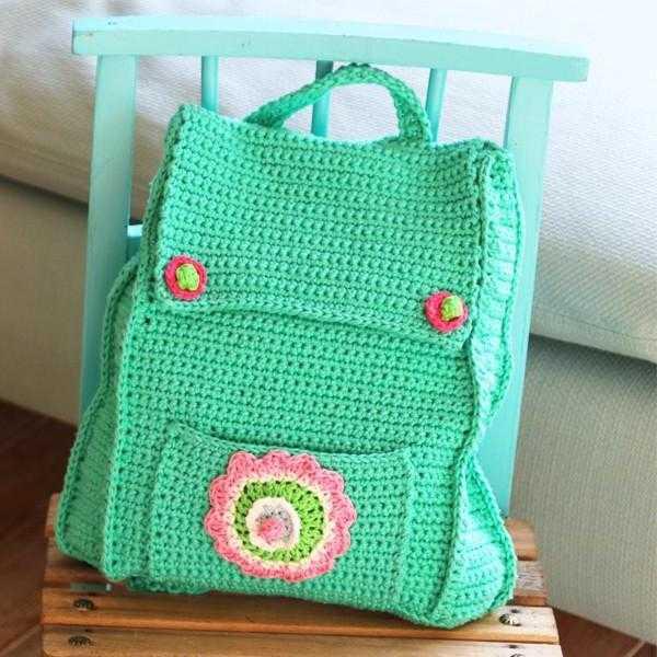 3695eb5cf97b Связать трикотажный рюкзак крючком сможет даже начинающий мастер. Аксессуар  можно украсить декоративными элементами или пуговицами.