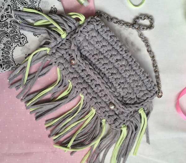872b245f9fe2 Если вы имеете хотя бы небольшой опыт вязания, то обязательно должны  связать сумку! Сумочек много не бывает! А вязаная сумочка — это несомненный  хит этого ...